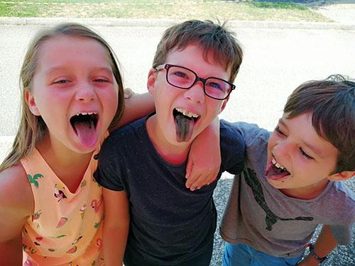 Enfants découvrant de la Spiruline du Jura